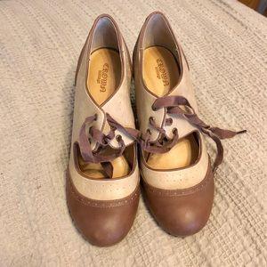 Crown Vintage heels (Size 7.5)